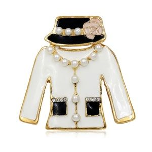 NWT Gold White Coco Pearl Vintage Jacket Brooch